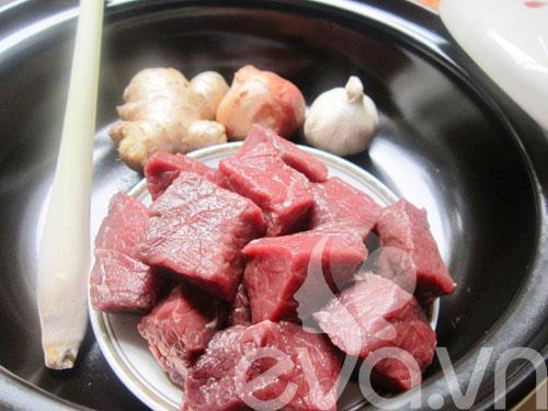 Thịt bò kho gừng sả nóng hổi - 1
