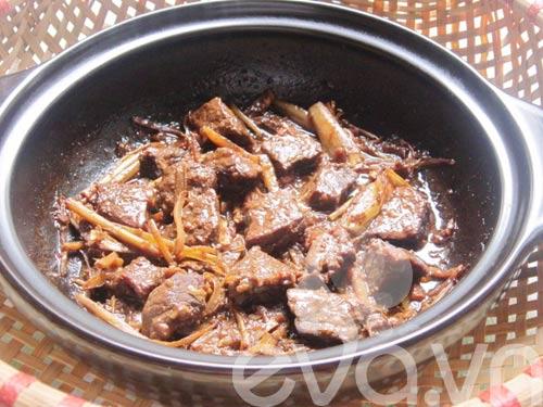 Thịt bò kho gừng sả nóng hổi - 6