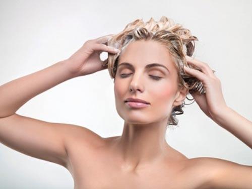 Mẹo giữ nếp tóc xoăn lâu bền - 1