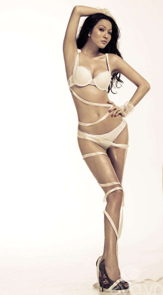 Đoạt giải bạc cuộc thi Siêu mẫu 2008, Kim Cương được dự đoán là gương mặt đầy tiềm năm của làng thời trang Việt.