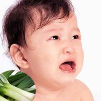 Lá hẹ giảm đau cho bé mọc răng?