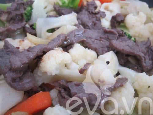 Đơn giản với thịt bò xào súp lơ - 6