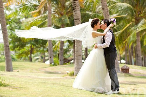 """Ảnh cưới bikini của Di Băng với """"đại gia"""" trẻ - 9"""