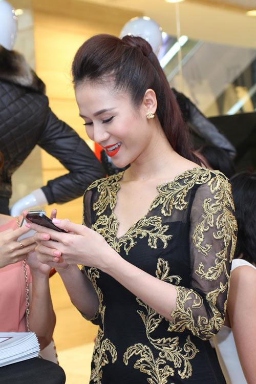 Lóa mắt với váy 'dát vàng' của Sao - 5