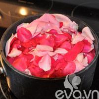 Nhật ký Hana: Tự làm nước hoa hồng