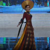 Diễm Hương tự tin trình diễn trang phục dân tộc