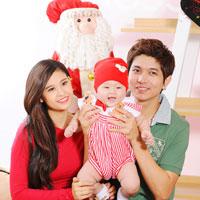 Con trai Trương Quỳnh Anh đón Noel sớm