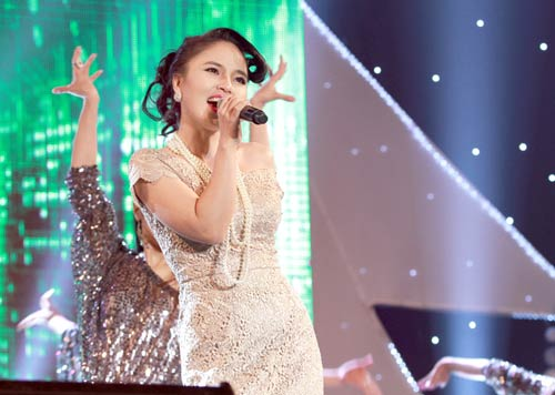 Phương Linh - Hà Anh Tuấn thắm thiết ngày Noel - 15