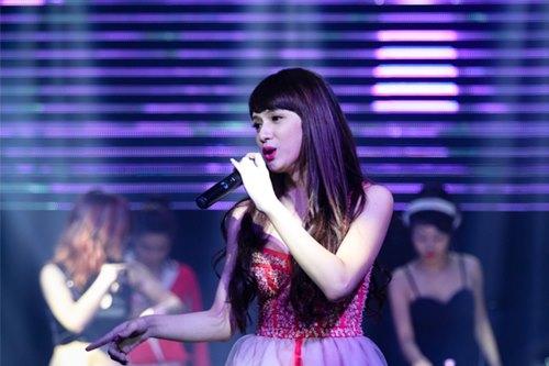 huong giang idol bat ngo bi fan cuong om hon - 1