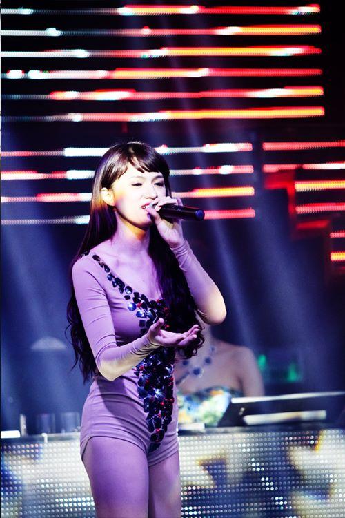 huong giang idol bat ngo bi fan cuong om hon - 8