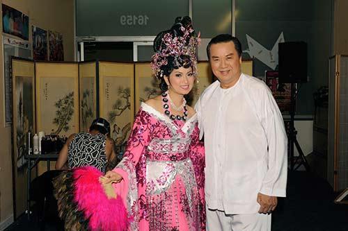 "ha phuong ""lay tron"" nuoc mat khan gia vn tai my - 12"