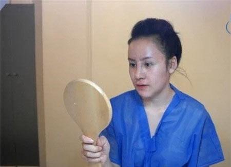ba tung khoe mat bong nhay sau dao keo - 5