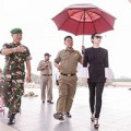 Làng sao - Lý Nhã Kỳ được quân đội Indonesia tháp tùng