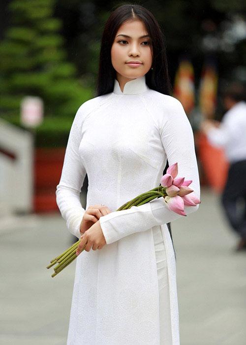 """truong thi may ung bien """"kho doan"""" voi ao dai - 6"""