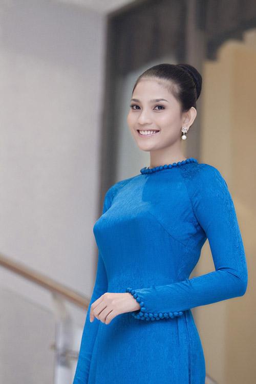 """truong thi may ung bien """"kho doan"""" voi ao dai - 16"""