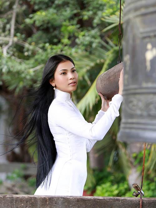 """truong thi may ung bien """"kho doan"""" voi ao dai - 7"""