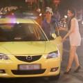 Làng sao - Hương Giang Idol váy ngắn đi xế hộp mới