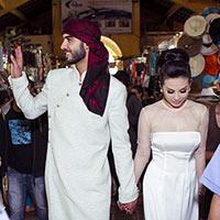 Thu Hoài cùng Omar dạo chợ Bến Thành