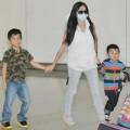 Làng sao - Trương Bá Chi đưa hai con trở lại Hongkong