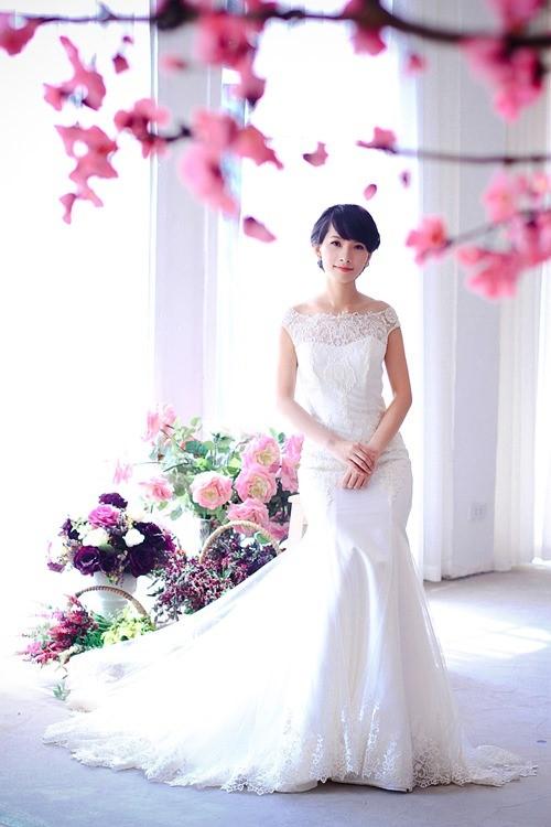 Chọn váy cưới đẹp cho bạn gái ngực lép