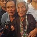 Tin tức - Cụ bà 110 tuổi viếng Đại tướng, người dân rơi lệ