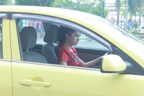 huong giang idol tu lai xe hop di su kien - 1