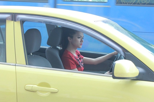 huong giang idol tu lai xe hop di su kien - 2