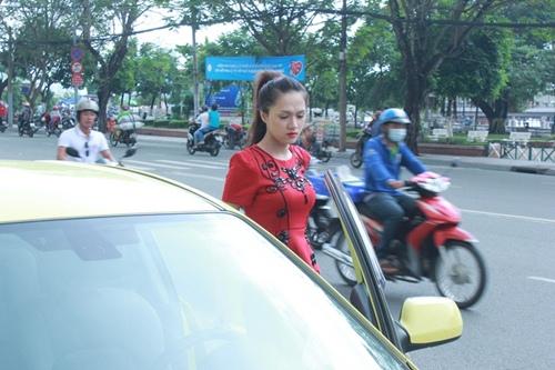 huong giang idol tu lai xe hop di su kien - 3