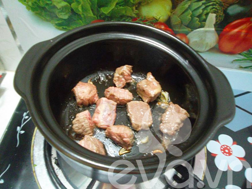 Thịt bò hầm khoai tây nóng hổi - 3