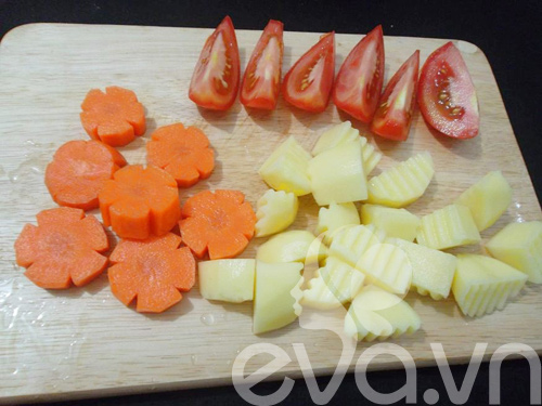 Thịt bò hầm khoai tây nóng hổi - 4
