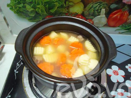 Thịt bò hầm khoai tây nóng hổi - 5