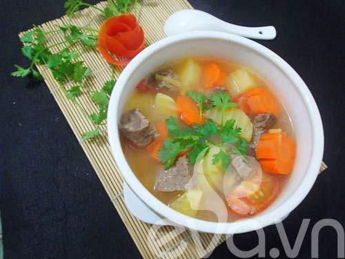 Thịt bò hầm khoai tây nóng hổi - 9
