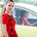 Làng sao - Hương Giang Idol tự lái xế hộp đi sự kiện