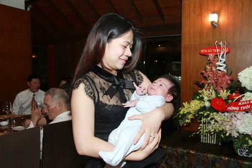mỹ dzung khoe con trai day thang tuoi - 2
