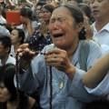 Tin tức - Người dân òa khóc trước nhà 30 Hoàng Diệu