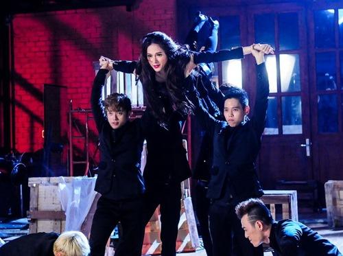 """huong giang idol """"lot xac"""" voi vu dao boc lua - 10"""