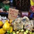 Mua sắm - Giá cả - Bánh trung thu 10.000 đồng bán chung với trái cây