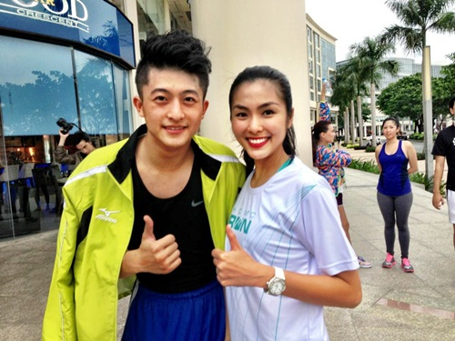 ha tang khoe chan thon ben canh dan hotboy - 3