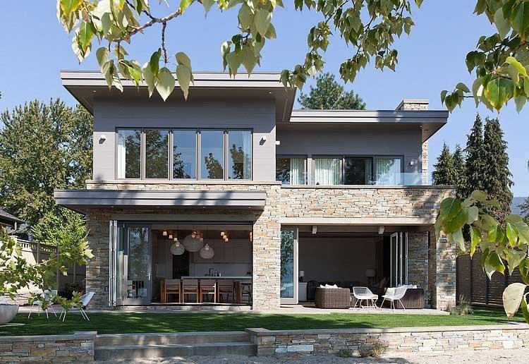Biệt thự hai tầng sở hữu kiến trúc hiện đại nằm bên bờ hồ Okanagan.