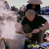 Gordon Ramsay  & quot;tôn kính món ăn Việt & quot;