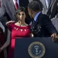 Tin tức - Tổng thống Obama nhanh tay đỡ bà bầu bi choáng