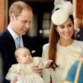Làng sao - Hoàng tử nhí ngoan ngoãn trong vòng tay bố mẹ