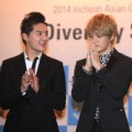 Làng sao - Cận cảnh vẻ đẹp trai của JYJ tại buổi họp báo
