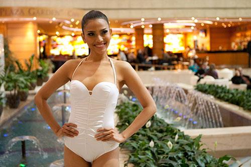 truong thi may chon ao tam 1 manh chup bikini - 2
