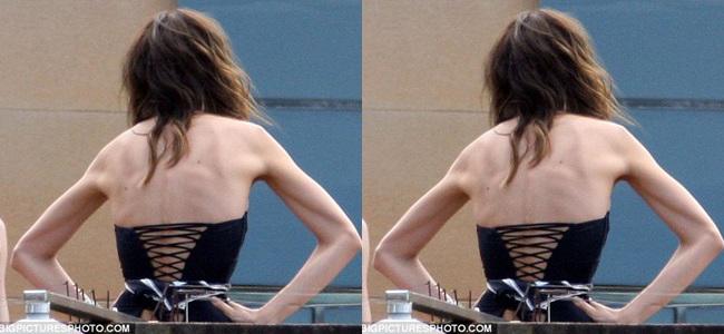 Theo tờ Dailymail, đã có thời kì Miranda Kerr gầy đến độ trơ cả xương khi cô cố gắng giảm cân để đến Úc chụp hình quảng cáo.