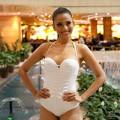 Thời trang - Trương Thị May chọn áo tắm 1 mảnh chụp bikini