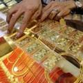 Mua sắm - Giá cả - Vàng ngoại vọt tăng, vàng nội giảm mạnh