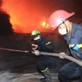 Tin tức - Chùm ảnh: Vật lộn dập lửa tại nhà máy Diana