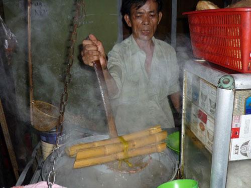 nguoi ban hu tiu go bat dau khon don - 1