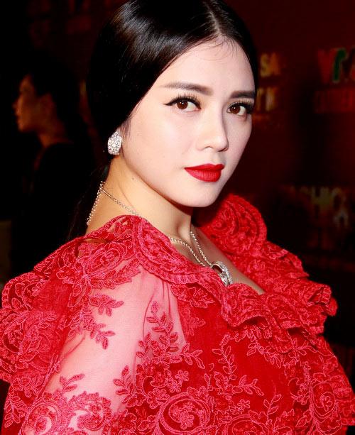 ly nha ky, huyen ny loi make-up giong nhau - 1